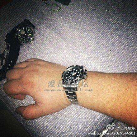 发现一个关于左右手戴表的问题