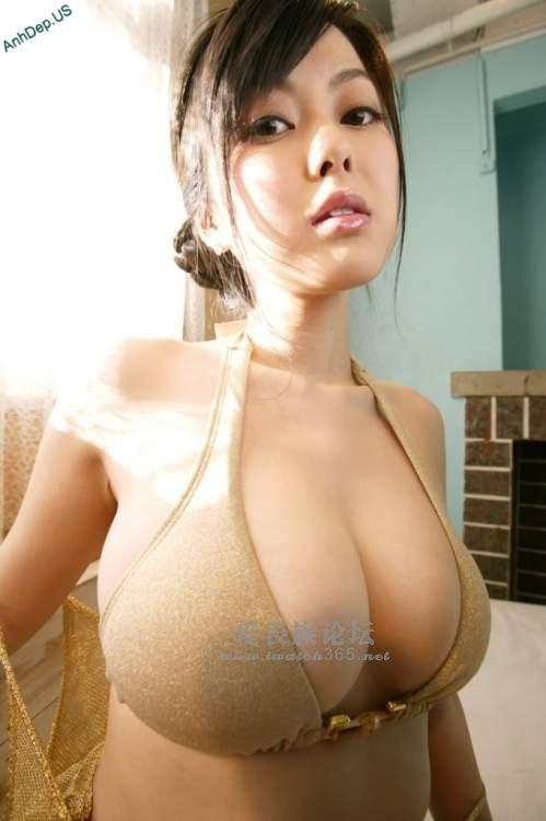 鸥美美美女_惊艳的美唇 胸器美女.
