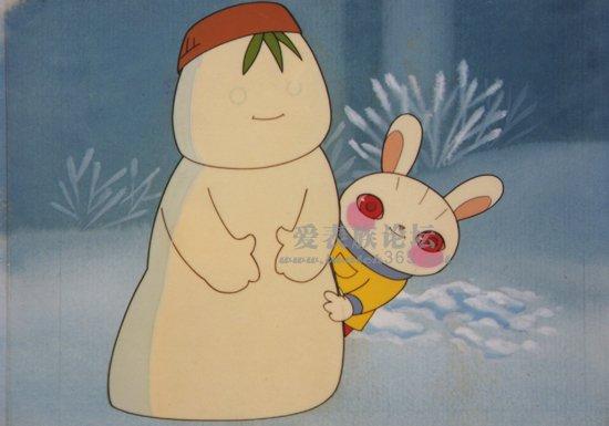 可是小刺猬和小兔子却推着西瓜边往前滚边喊刺猬妈妈回家吃西瓜.