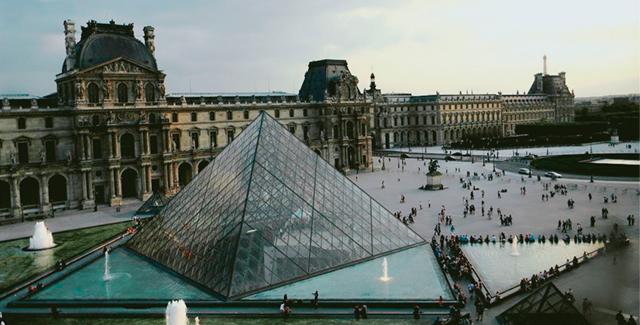 金字塔建筑设计,[/align]  [align=center]是美籍华裔建筑师贝聿铭的