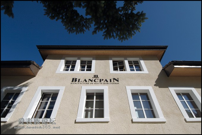 创世鼻祖:历史最悠久的全线自产机芯品牌 早在1735年,世界上第一个钟表品牌Blancpain宝珀诞生了。自创始起,品牌一贯坚持只生产机械表和圆形表,并以精湛的手工艺,美妙绝伦的自产机芯与创新理念著称于世,在世界表坛拥有至高无上的地位。其数百年文化及精粹工艺,自中国乾隆起,已绵绵流长。200多年以来,无论是政治领袖普京,商业领袖王石,还是时尚名人Brad Pitt夫妇,都袒露了对Blancpain宝珀的偏爱之情。 从美轮美奂的活动春宫三问,前无古人的集大成者1735,神秘迷人的同轴卡罗素,固若金汤的50