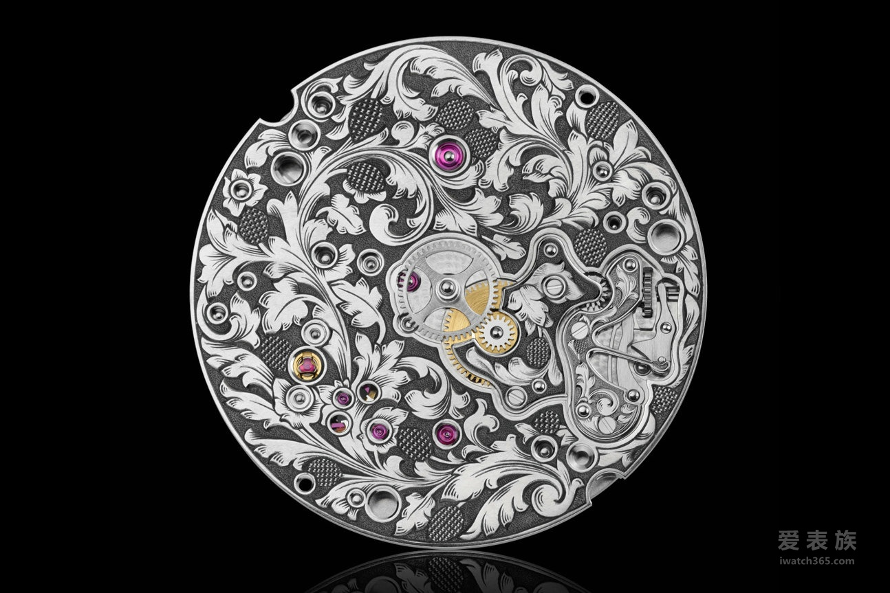 透明表盘将涡卷形和藤蔓形花纹雕刻的独特魅力及纯手